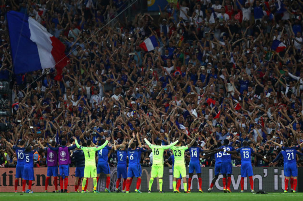 france-players-fans-euro-germany.jpg