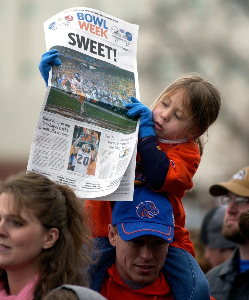 boise-state-oklahoma-2007-fiesta-bowl-newspaper.jpg