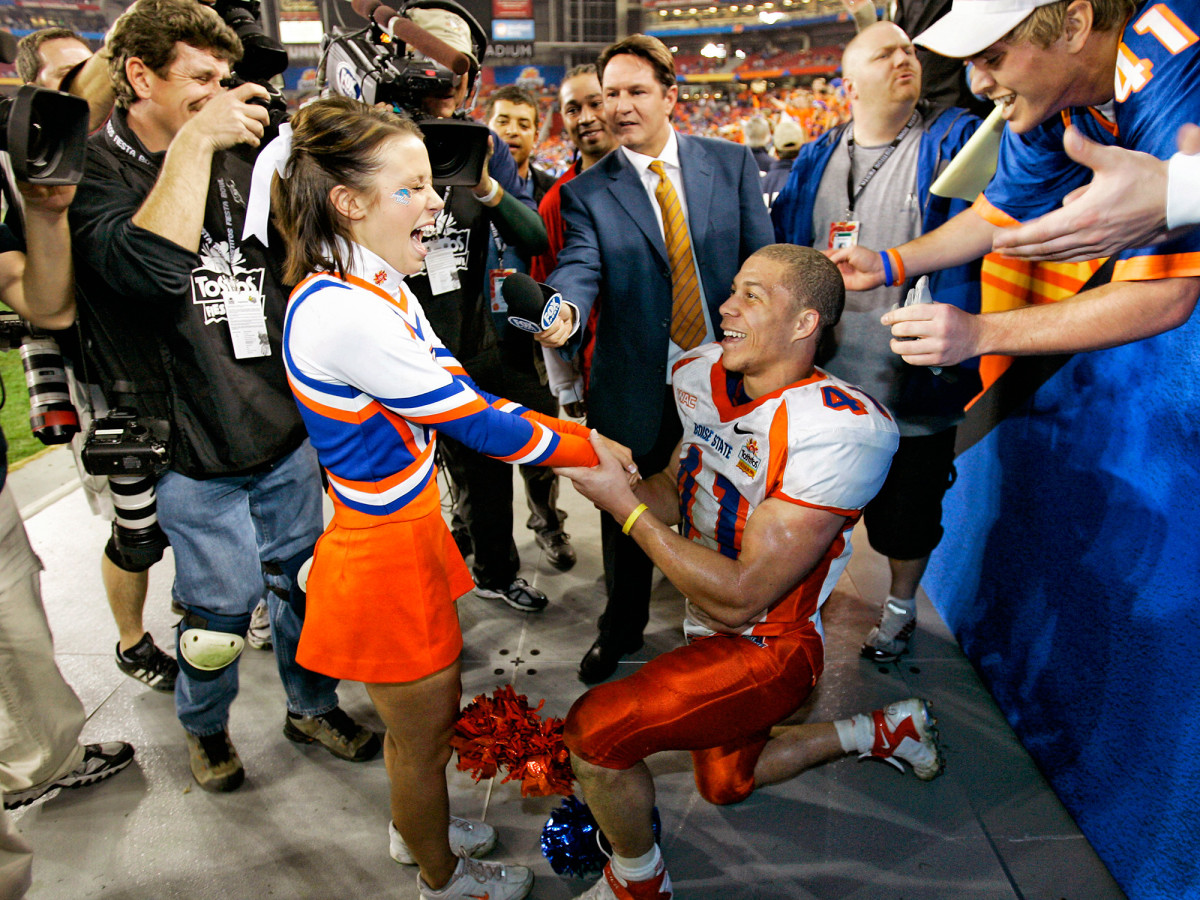 ian-johnson-proposal-chrissy-popadics-boise-state-oklahoma-fiesta-bowl.jpg