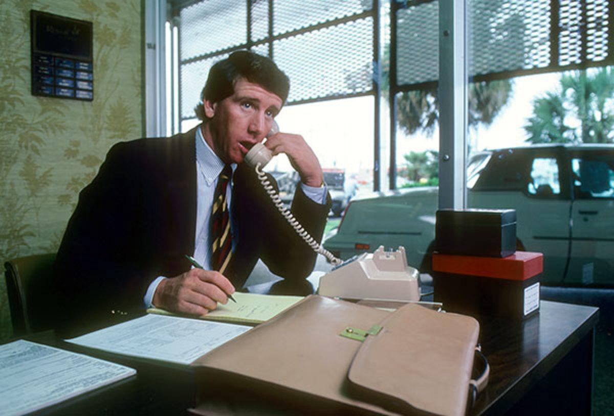 1981-0416-Archie-Manning-car-dealer-090002450.jpg