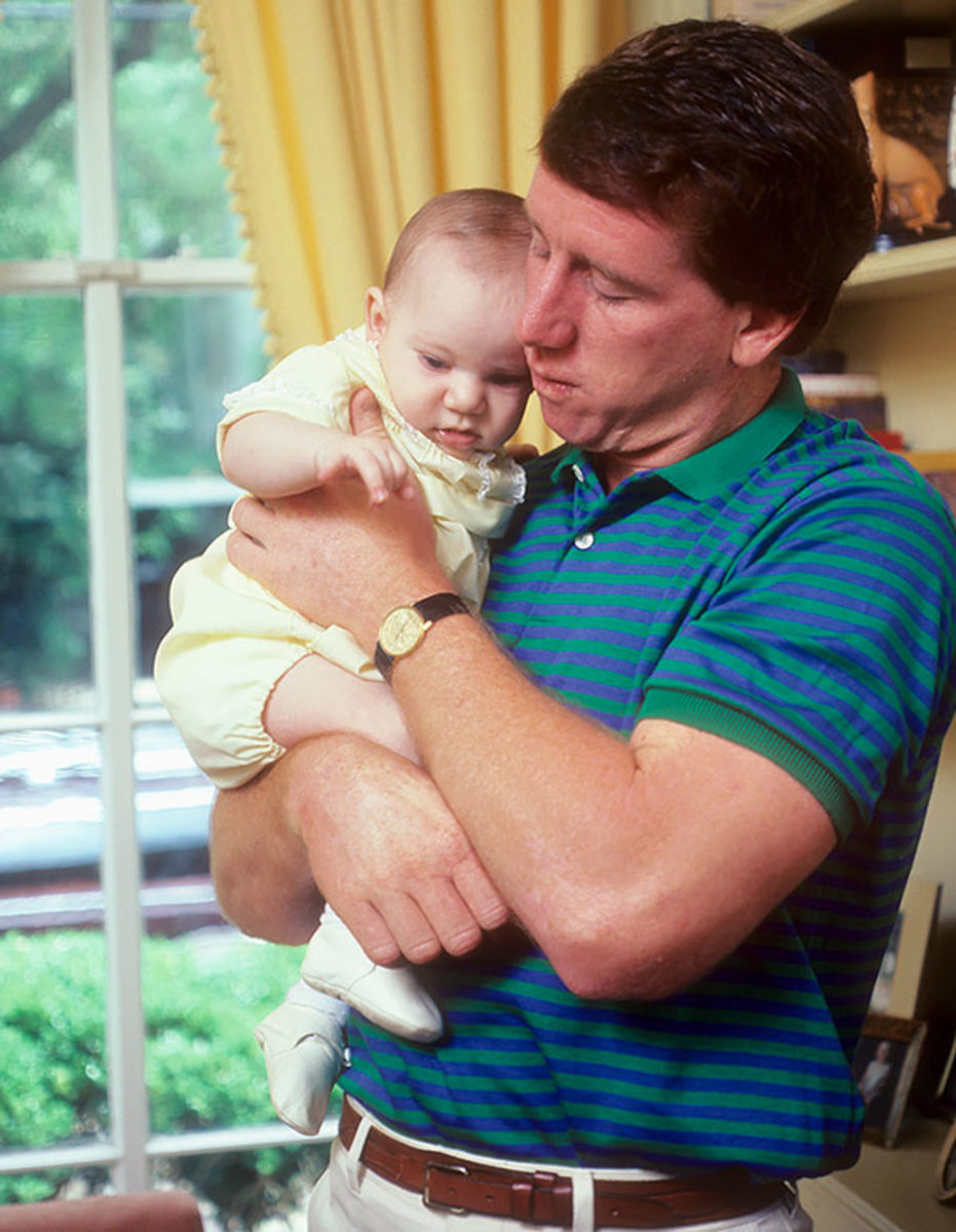 1981-0416-Archie-Manning-baby-son-Eli-090002435.jpg