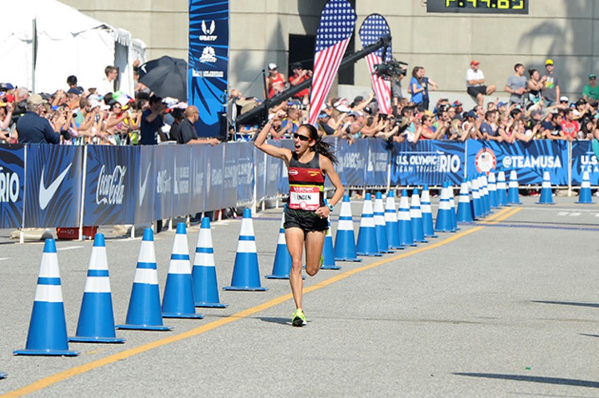 desi-linden-marathon-cheering.jpg