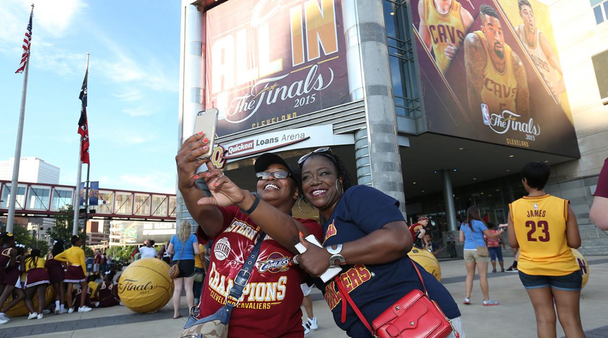 cleveland-cavaliers-fans-1300-tech-savvy-franchises.jpg