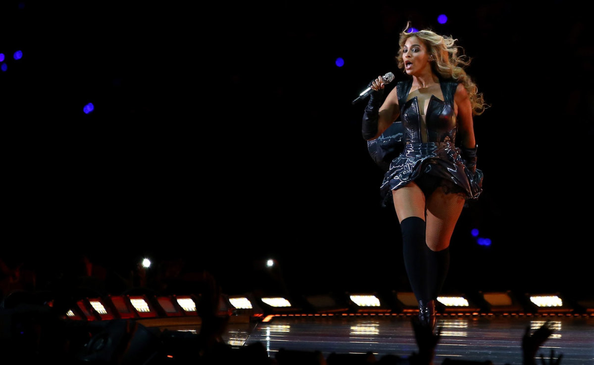 Beyoncé reprised her entire Super Bowl XLVIII performance, right down to the wardrobe.