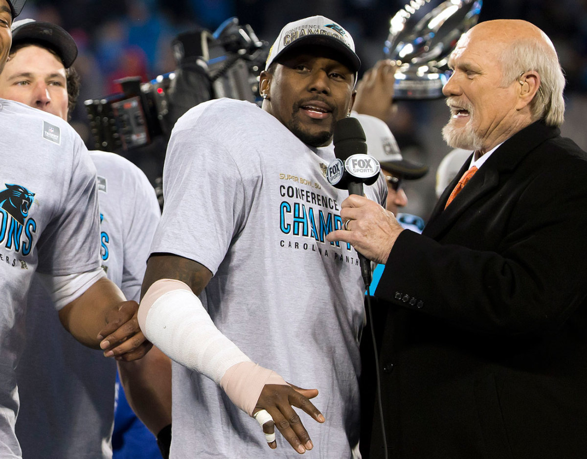His right arm wrapped, Davis spoke with Terry Bradshaw during the postgame ceremonies.