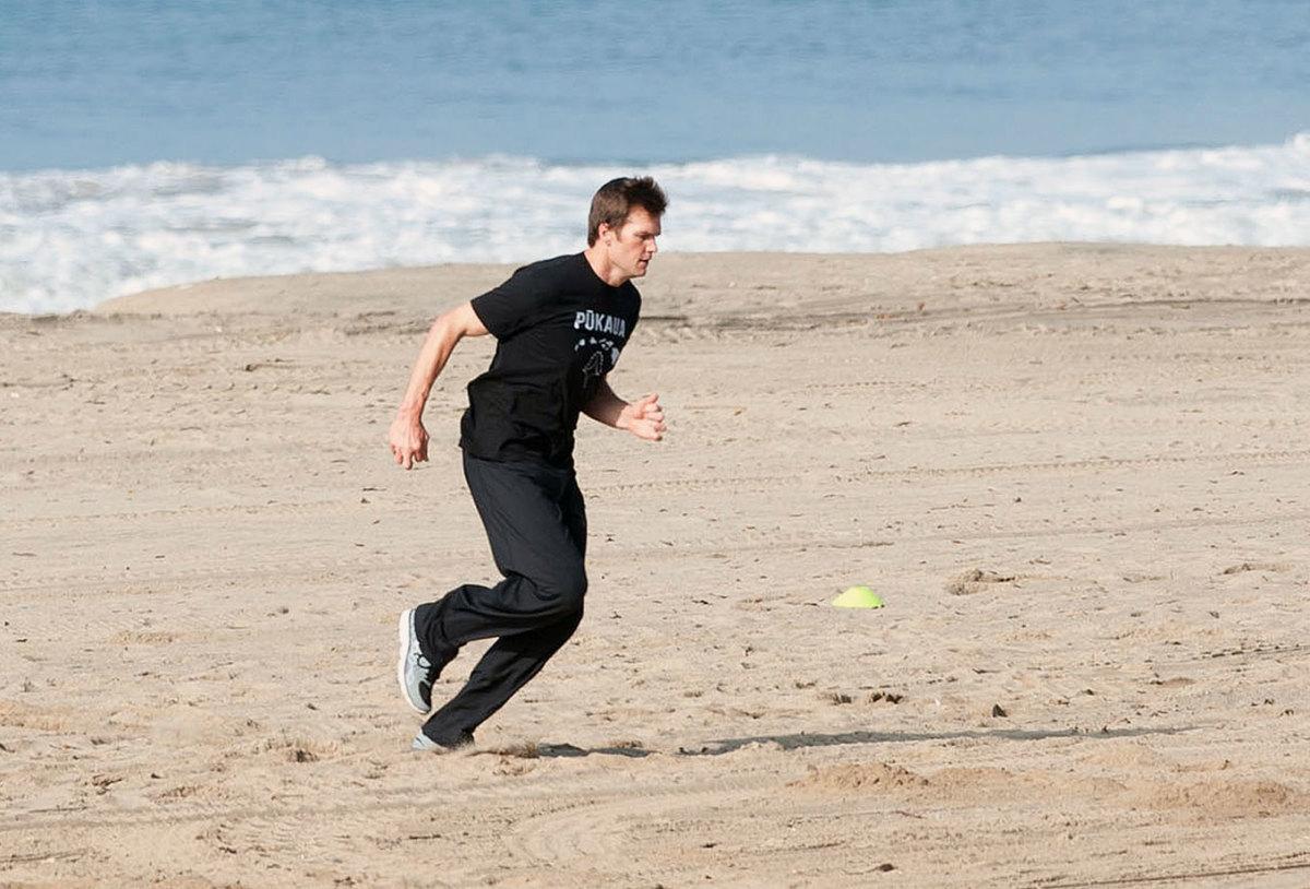 2014-Tom-Brady-beach.jpg
