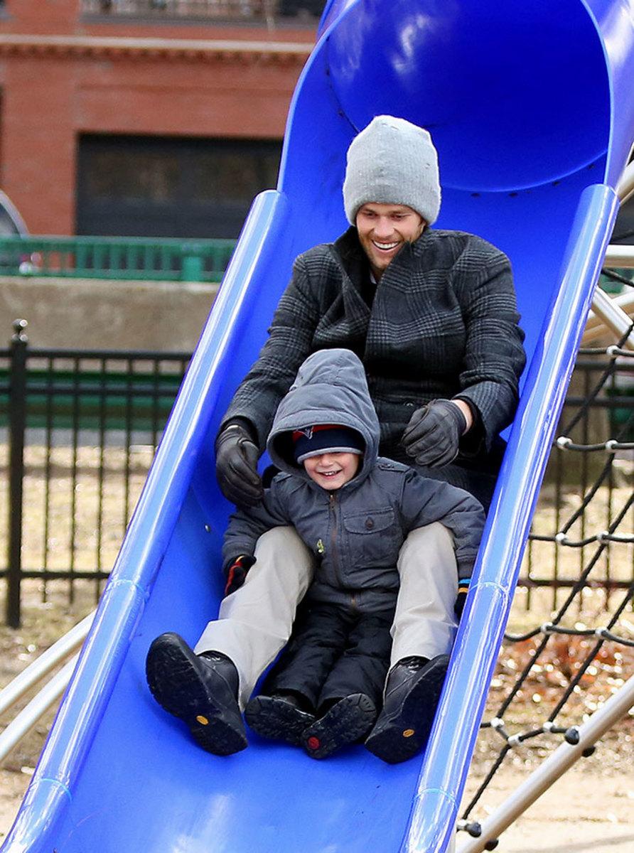 2014-Tom-Brady-son-Benjamin-slide.jpg