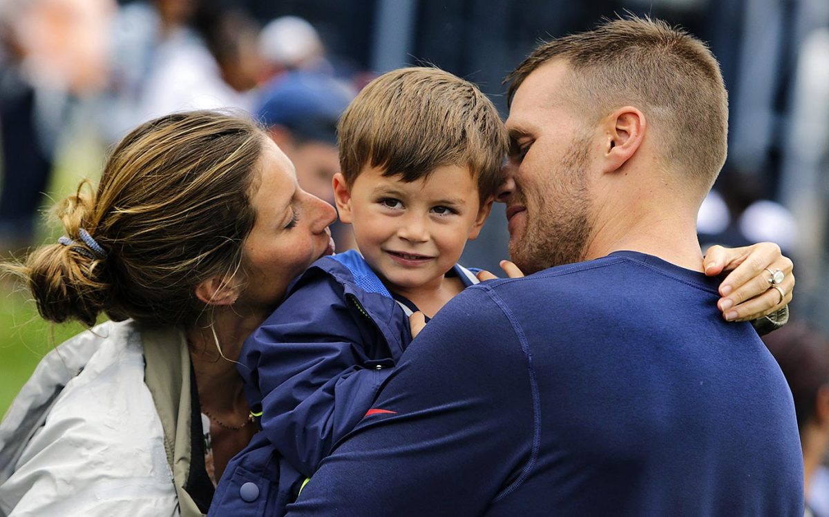 2013-Tom-Brady-Gisele-Bundchen-son-Benjamin.jpg