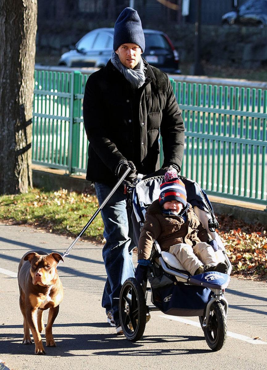2012-Tom-Brady-son-Benjamin-dog-Lua.jpg
