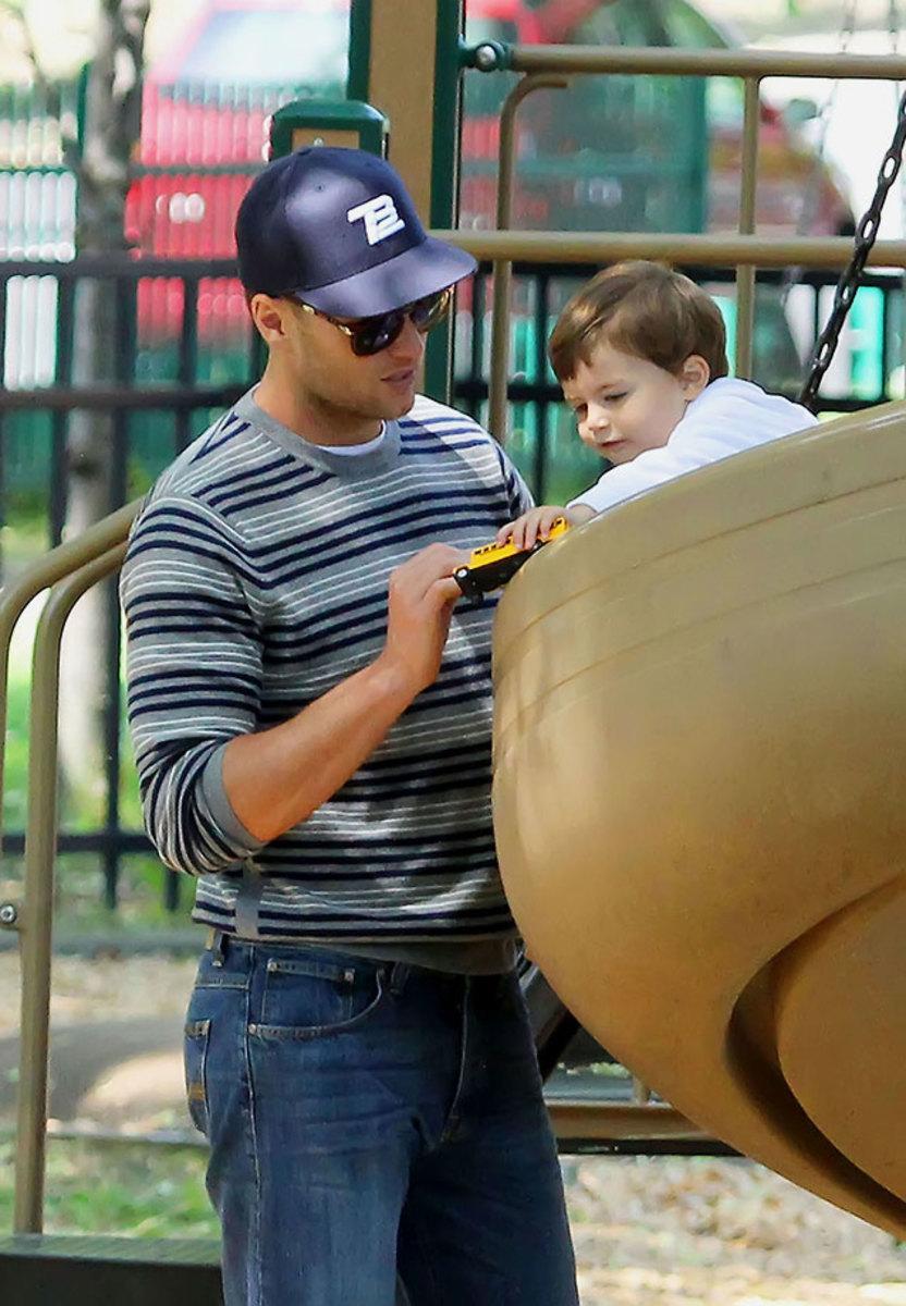 2012-Tom-Brady-son-Benjamin.jpg