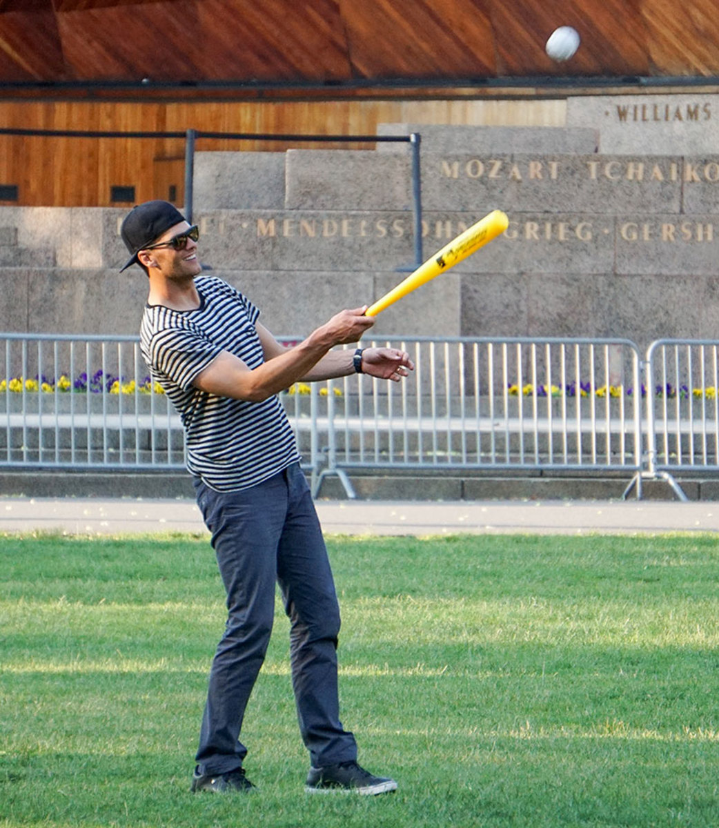 2014-Tom-Brady-bat.jpg