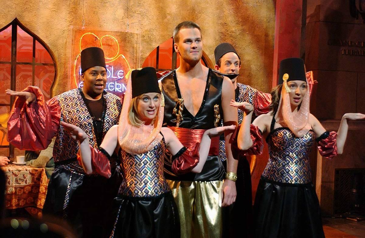 2005-Tom-Brady-Keenan-Thompson-Amy-Poehler-Maya-Rudolph-Seth-Meyers-SNL.jpg