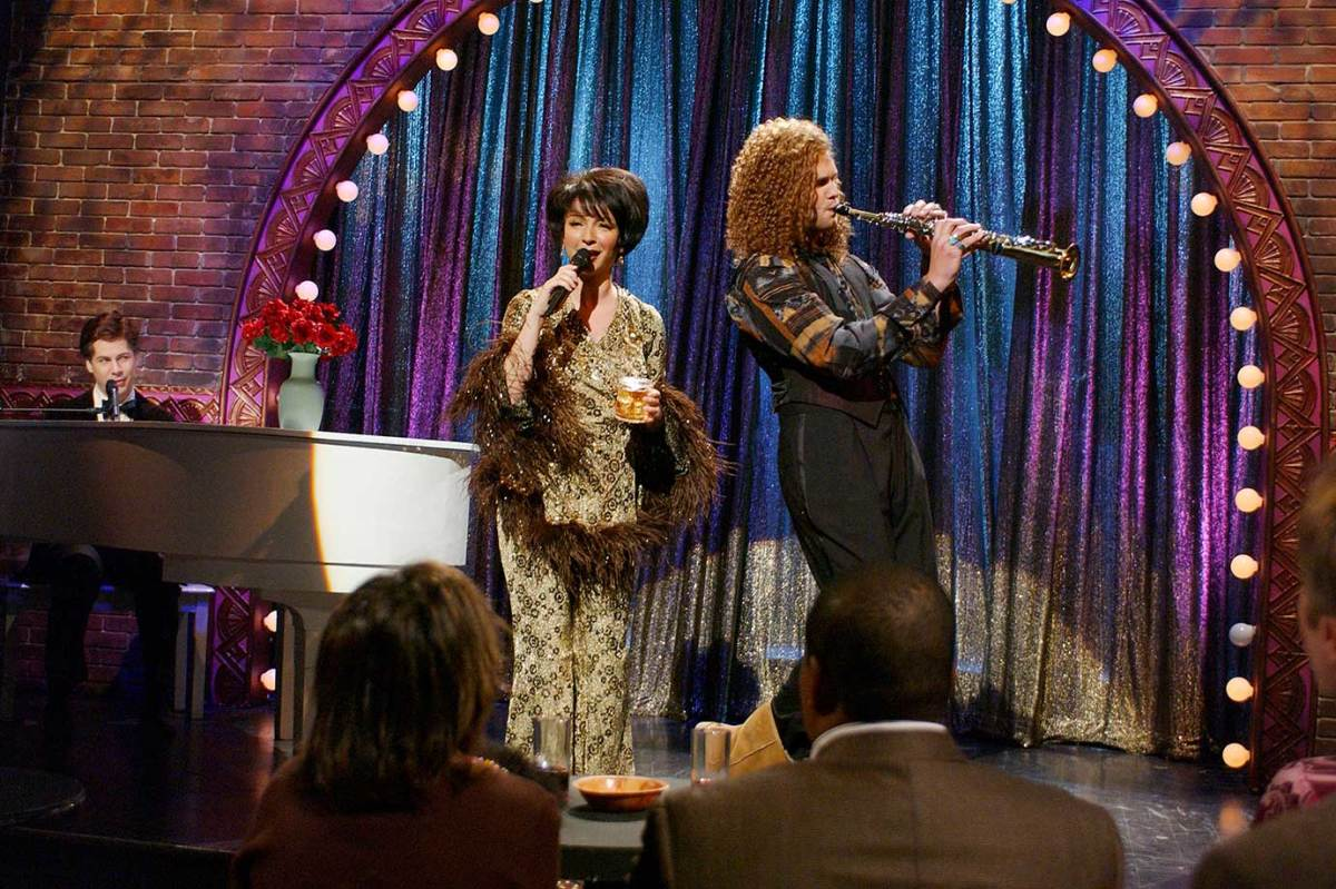 2005-Tom-Brady-Maya-Rudolph-Chirs-Parnell-SNL.jpg