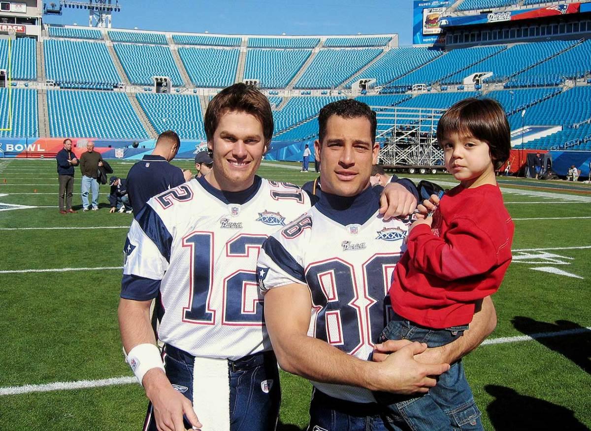2005-Tom-Brady-Christian-Fauria-son-017028156Final.jpg