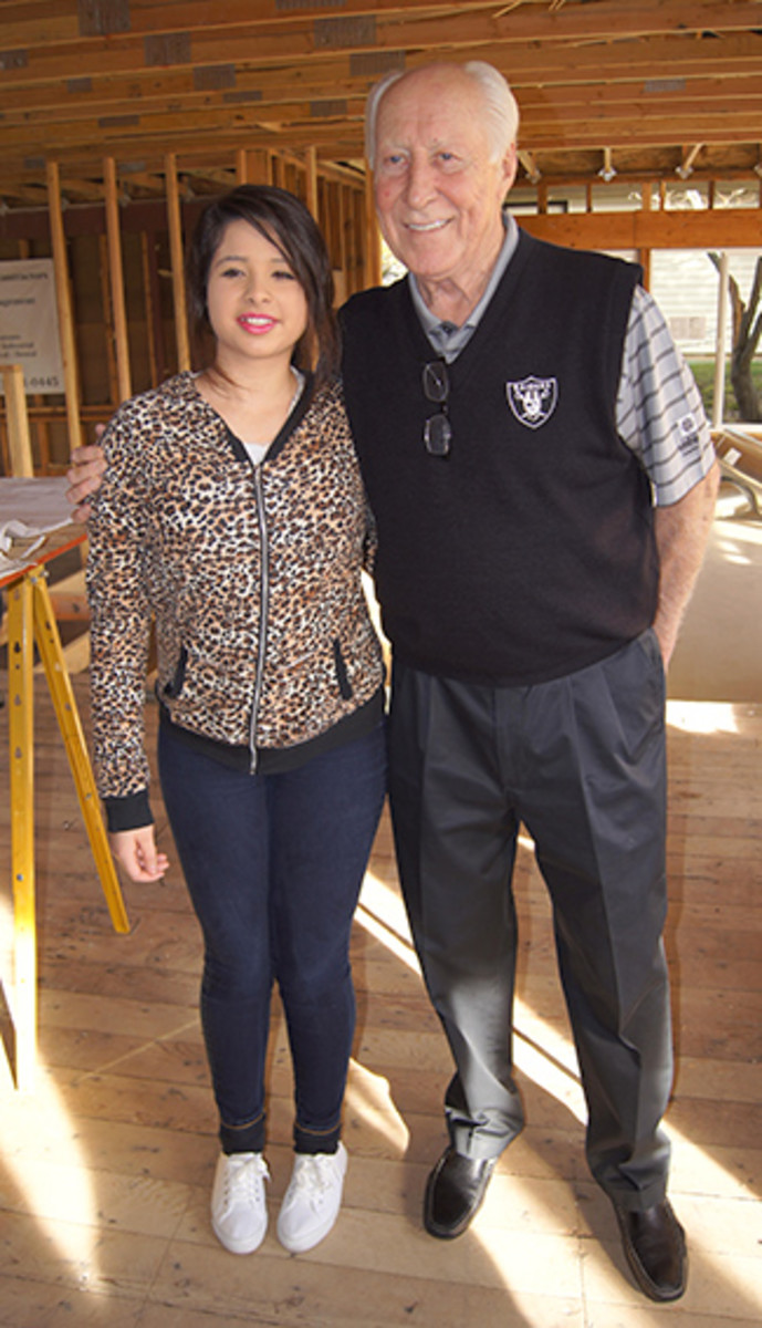 Biletnikoff and Yesenia, one of the residents of Tracey's Place of Hope.