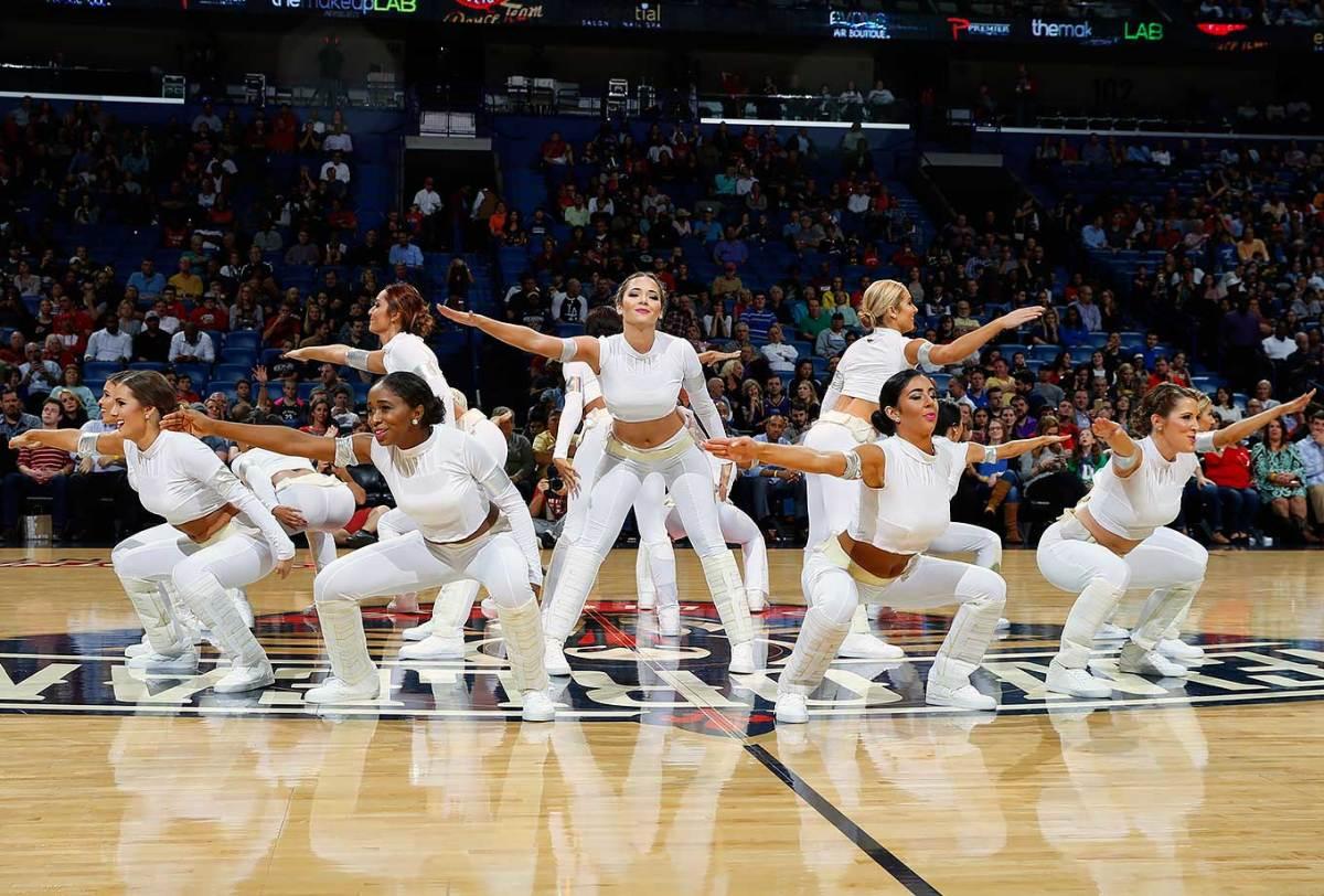 New-Orleans-Pelicans-Dancers-501012556.jpg