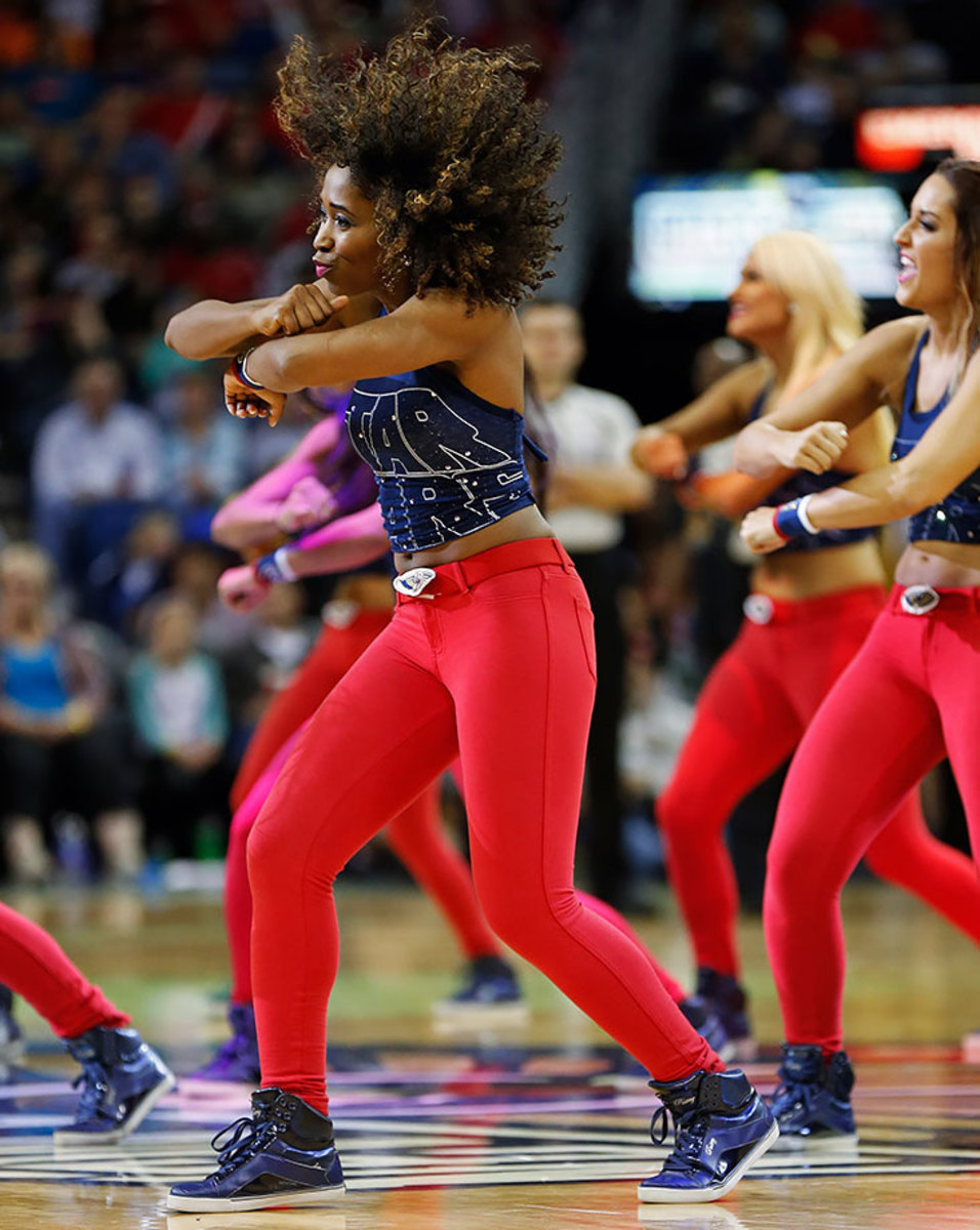 New-Orleans-Pelicans-Dancers-830917339018453b94ac3e739065ee44-0.jpg