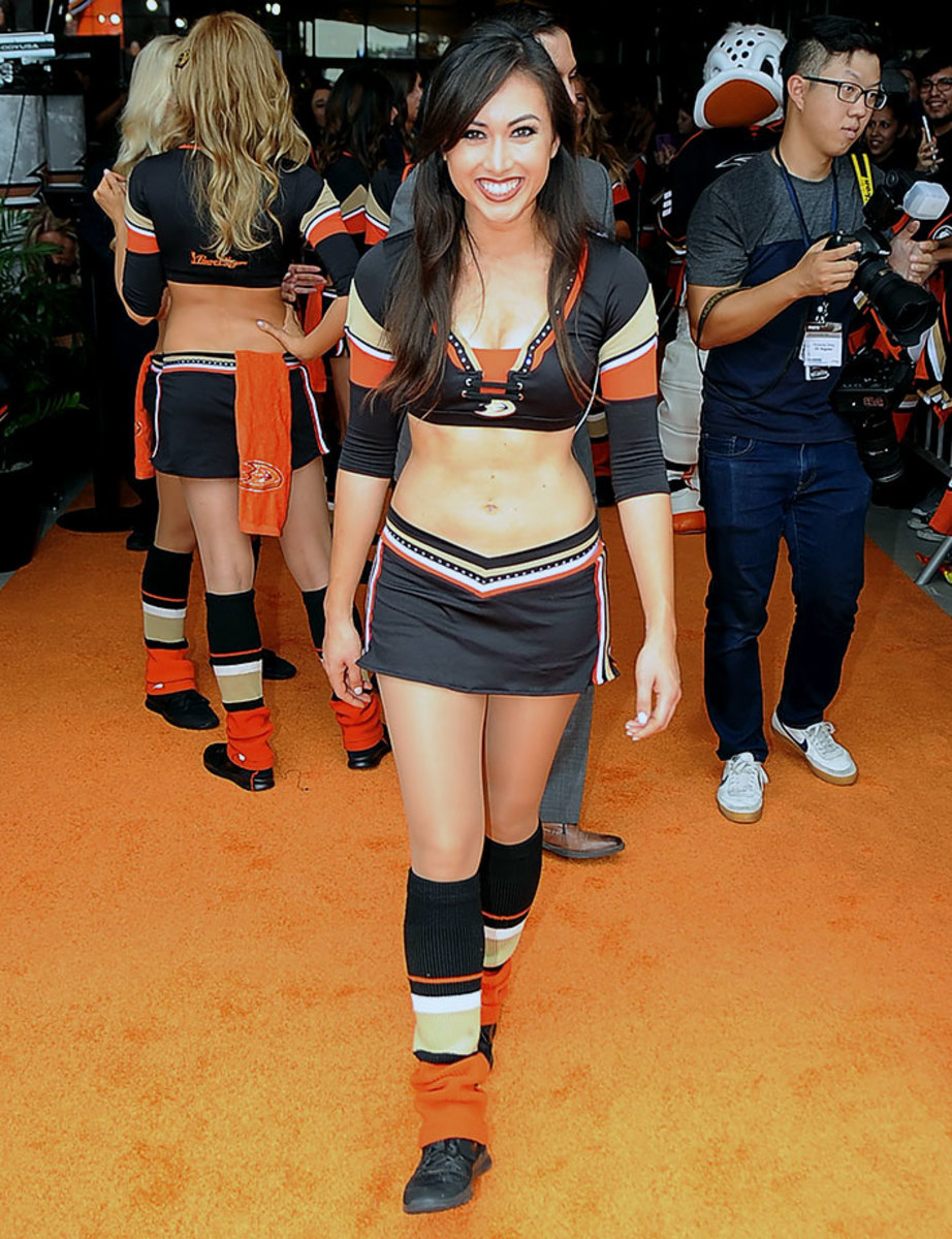Anaheim-Ducks-Power-Players-Ice-Girls-506151012016_Canucks_at_Ducks.jpg