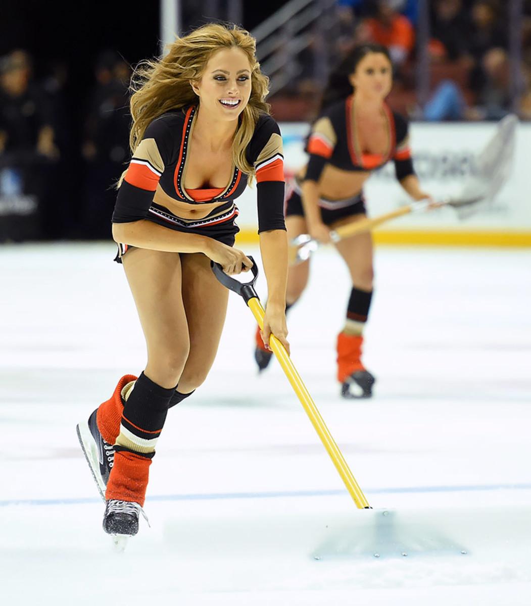 Anaheim-Ducks-Power-Players-Ice-Girls-0071511063323_Blue_Jackets_at_Ducks.jpg