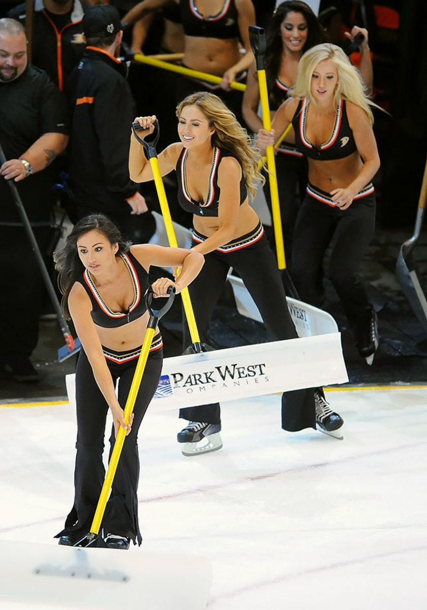Anaheim-Ducks-Power-Players-Ice-Girls-506151001012_Avalanche_at_Ducks.jpg