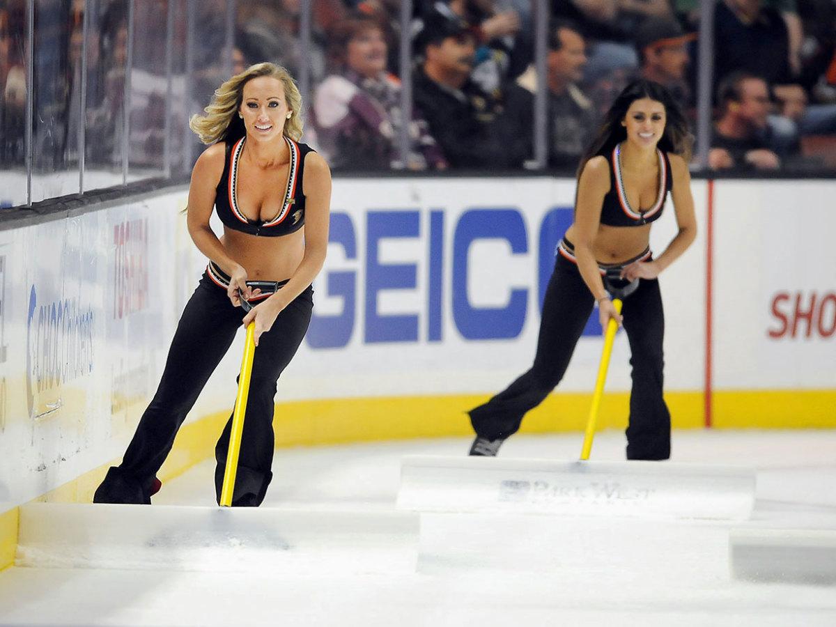Anaheim-Ducks-Power-Players-Ice-Girls-506151124016_Flames_at_Ducks.jpg