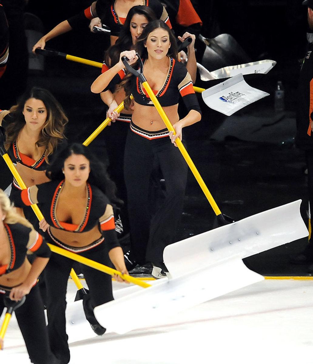 Anaheim-Ducks-Power-Players-Ice-Girls-506160117025_Kings_at_Ducks.jpg
