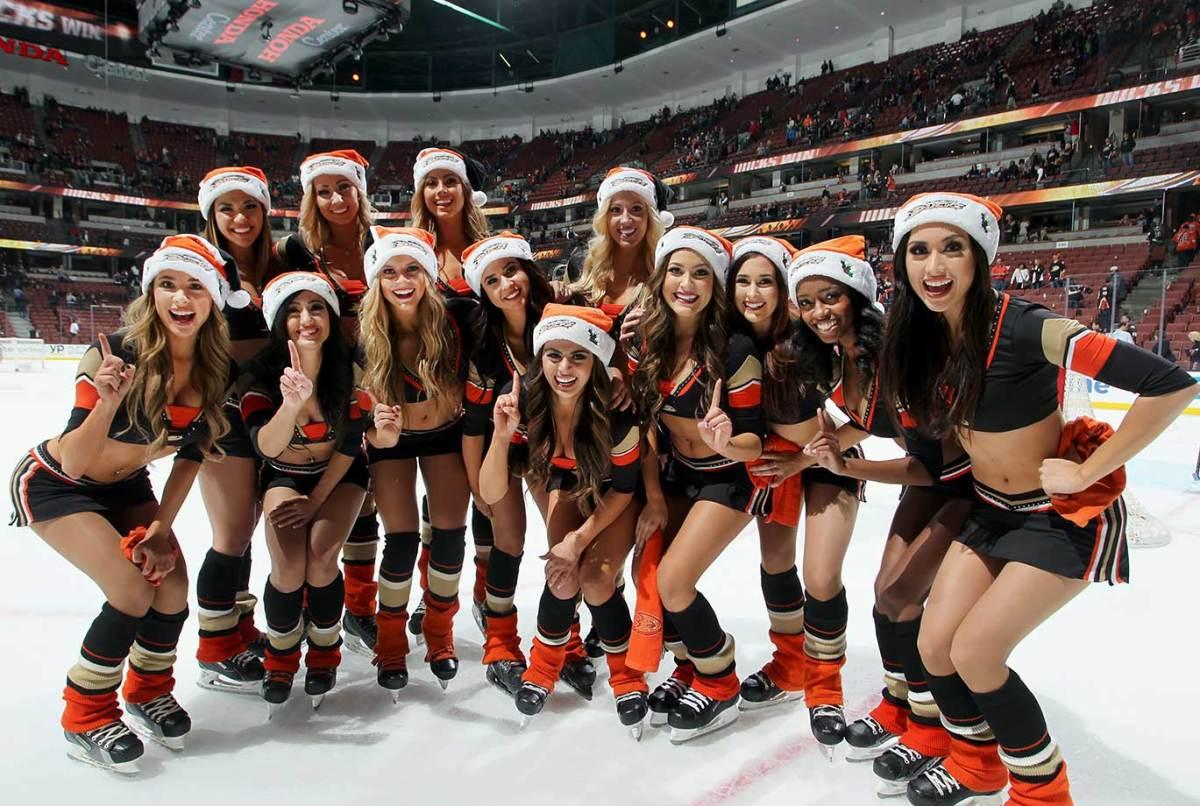 Anaheim-Ducks-Power-Players-Ice-Girls-499998156.jpg