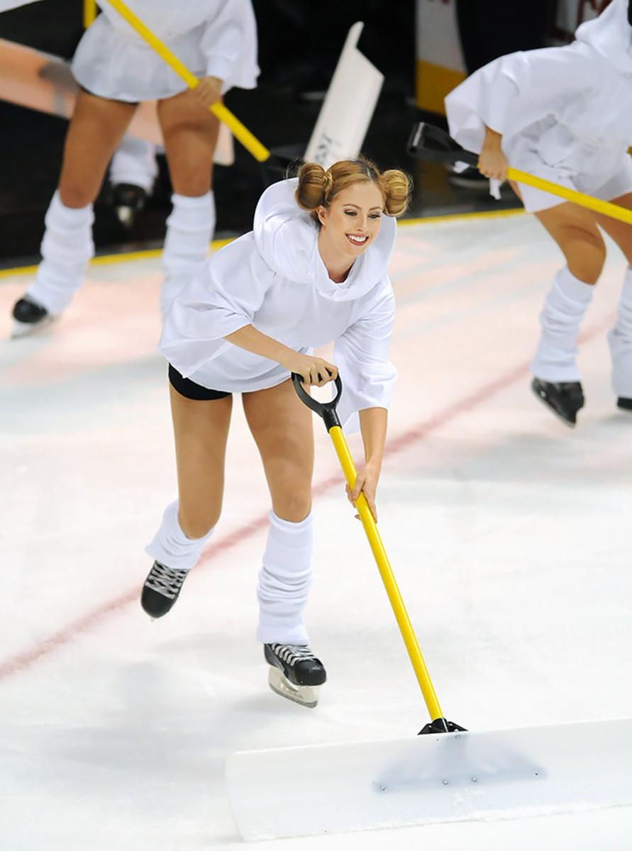 Anaheim-Ducks-Power-Players-Ice-Girls-506151130031_Lightning_at_Ducks.jpg