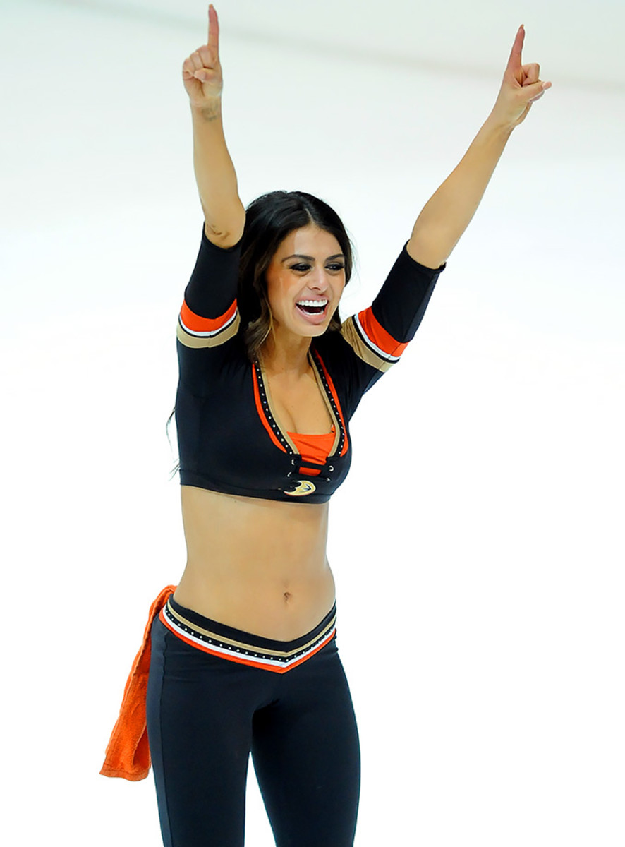 Anaheim-Ducks-Power-Players-Ice-Girls-506160205030_Coyotes_at_Ducks.jpg