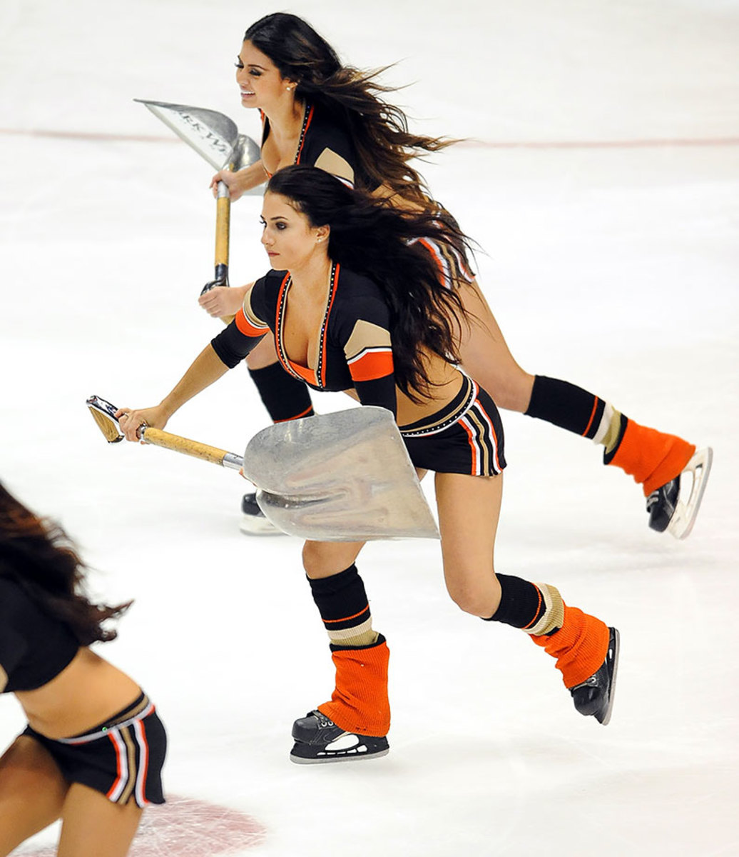 Anaheim-Ducks-Power-Players-Ice-Girls-506151016018_Avalanche_at_Ducks.jpg