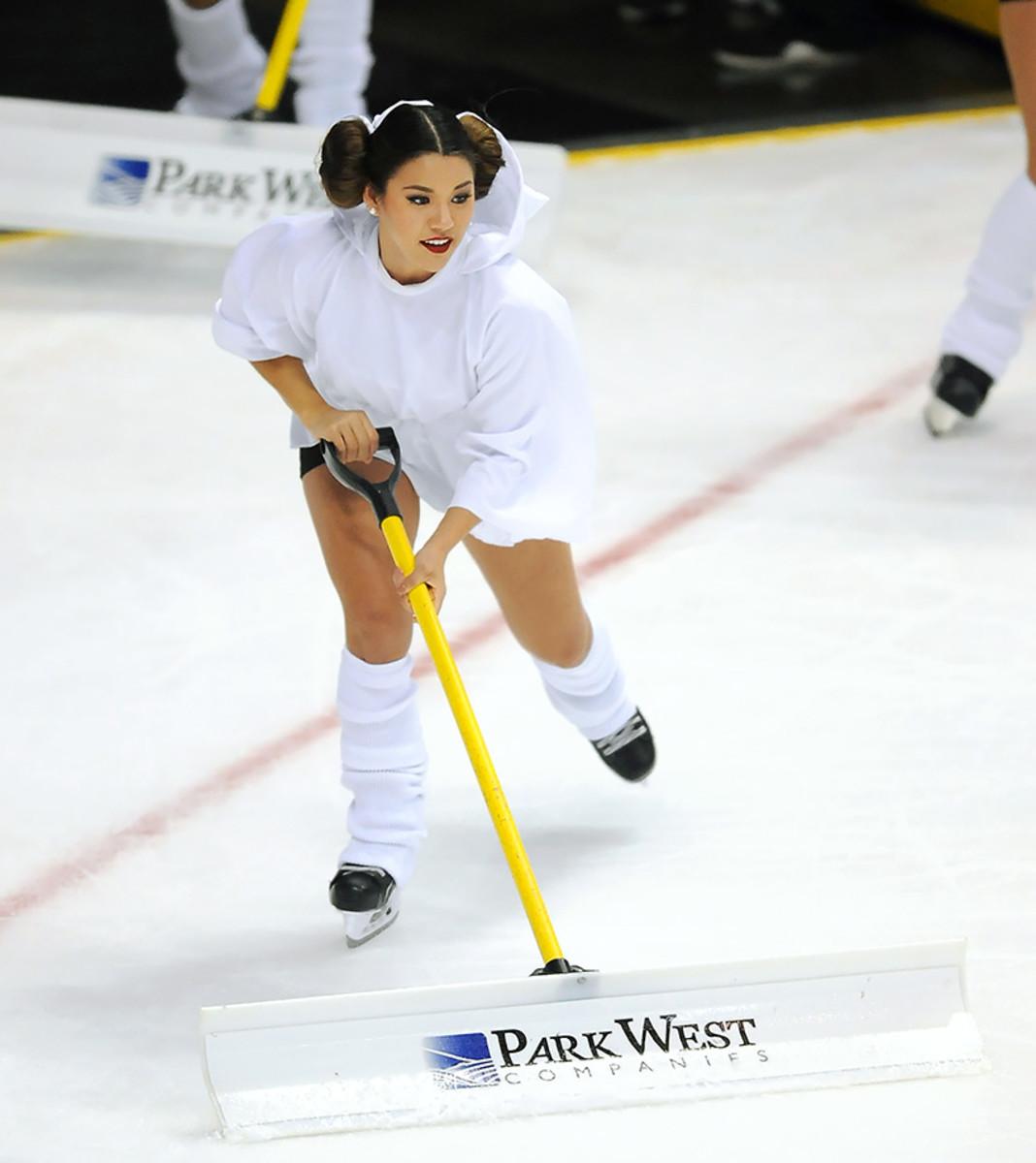 Anaheim-Ducks-Power-Players-Ice-Girls-506151130029_Lightning_at_Ducks.jpg