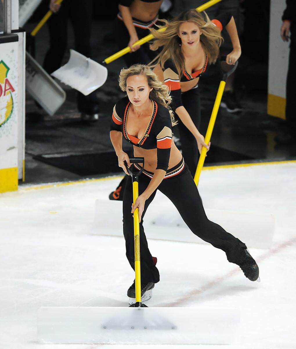 Anaheim-Ducks-Power-Players-Ice-Girls-506160205013_Coyotes_at_Ducks.jpg
