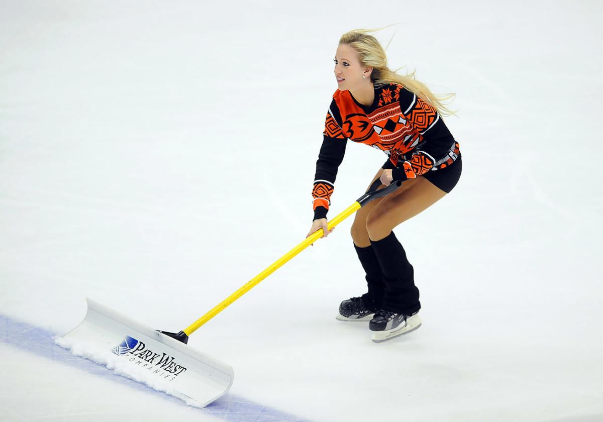 Anaheim-Ducks-Power-Players-Ice-Girls-506151211019_Hurricanes_at_Ducks.jpg
