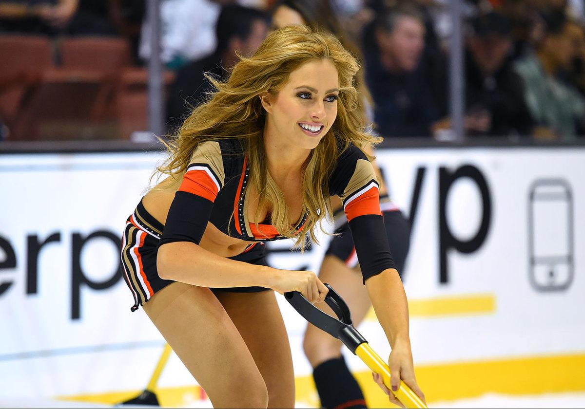 Anaheim-Ducks-Power-Players-Ice-Girls-0071511063302_Blue_Jackets_at_Ducks.jpg