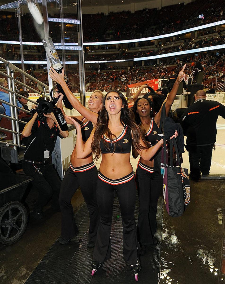 Anaheim-Ducks-Power-Players-Ice-Girls-506151001035_Avalanche_at_Ducks.jpg