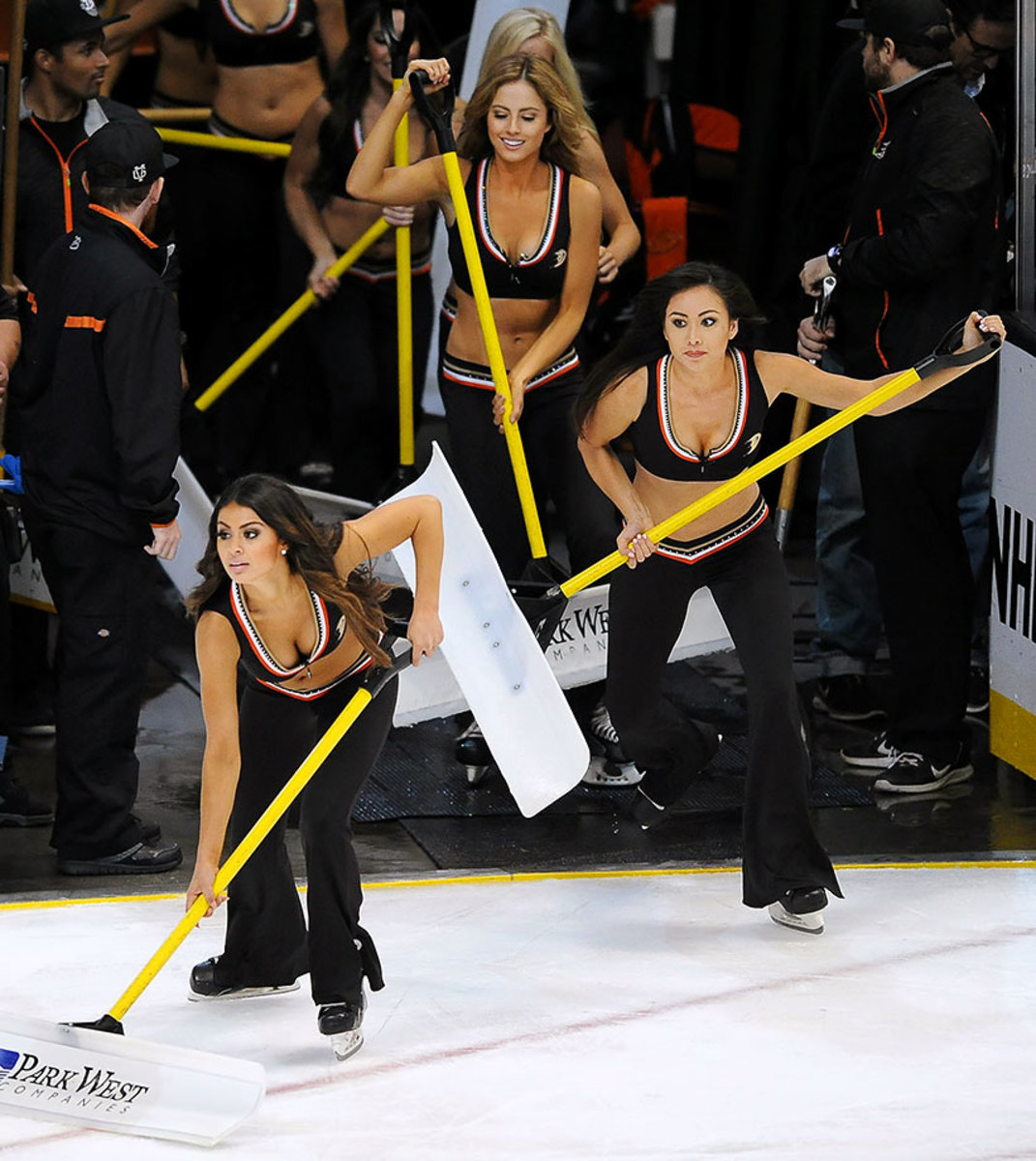 Anaheim-Ducks-Power-Players-Ice-Girls-506151001011_Avalanche_at_Ducks.jpg