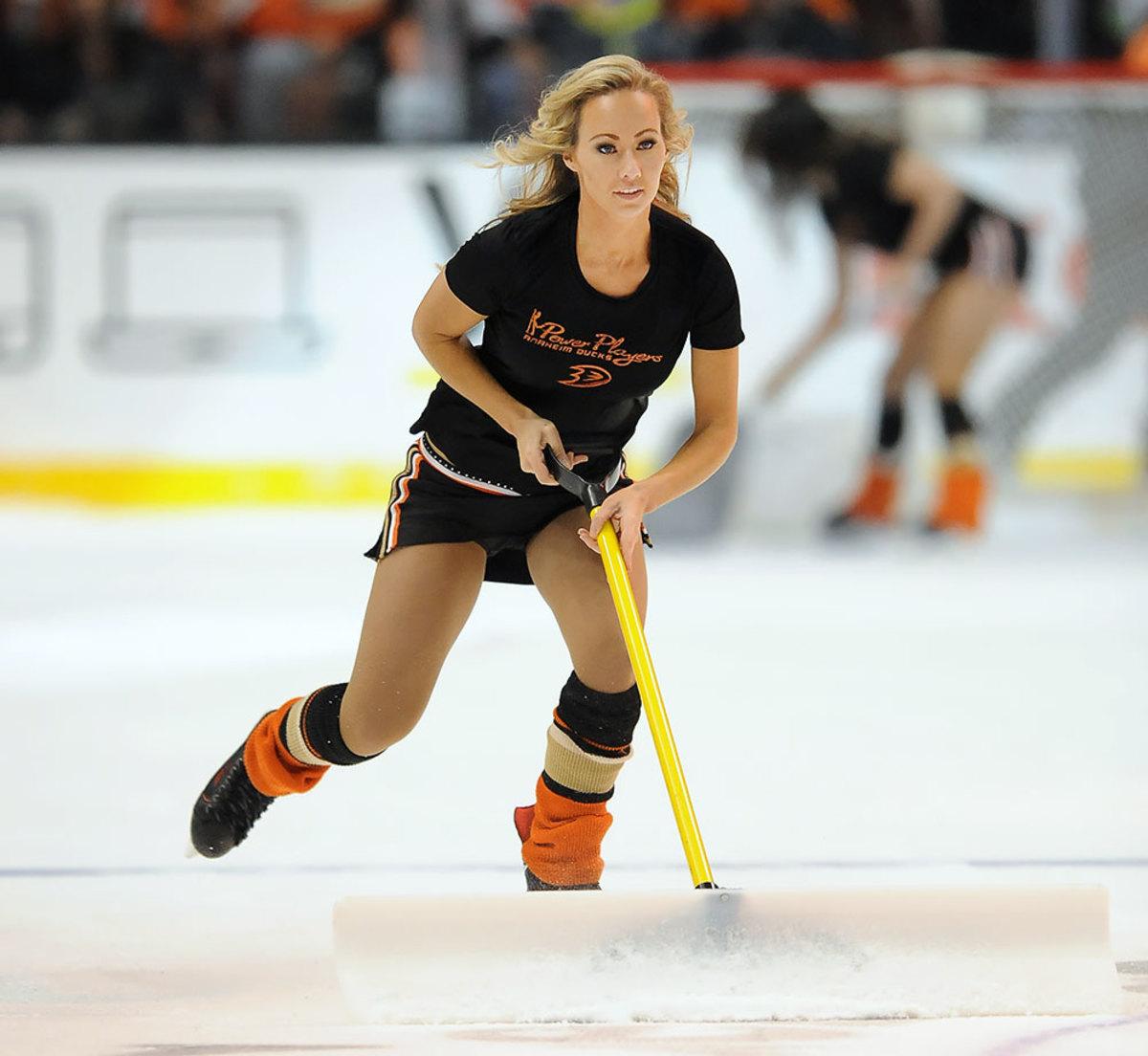 Anaheim-Ducks-Power-Players-Ice-Girls-506151227020_Flyers_at_Ducks.jpg