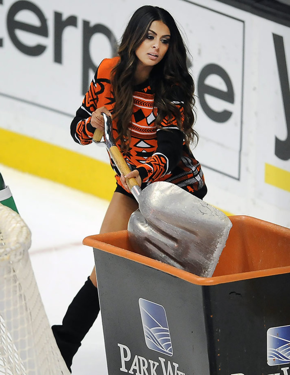 Anaheim-Ducks-Power-Players-Ice-Girls-506151211017_Hurricanes_at_Ducks.jpg