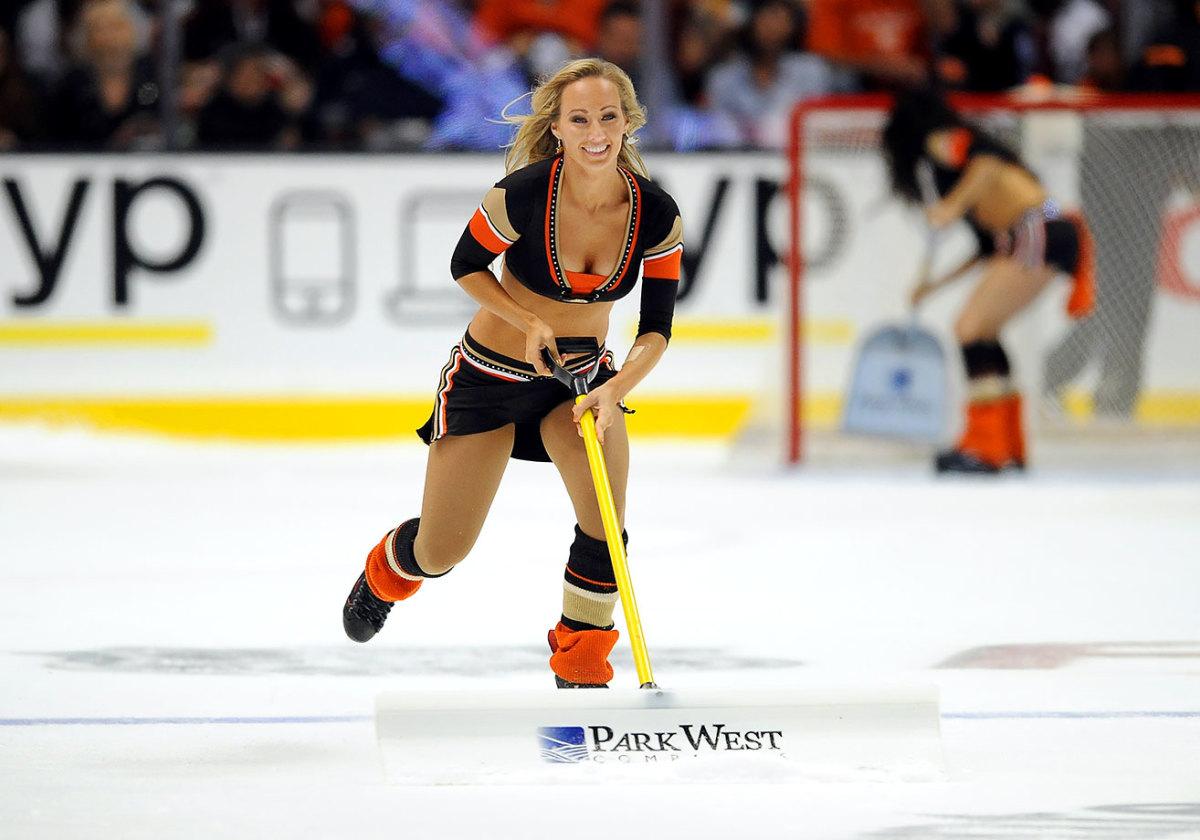 Anaheim-Ducks-Power-Players-Ice-Girls-506151016020_Avalanche_at_Ducks.jpg
