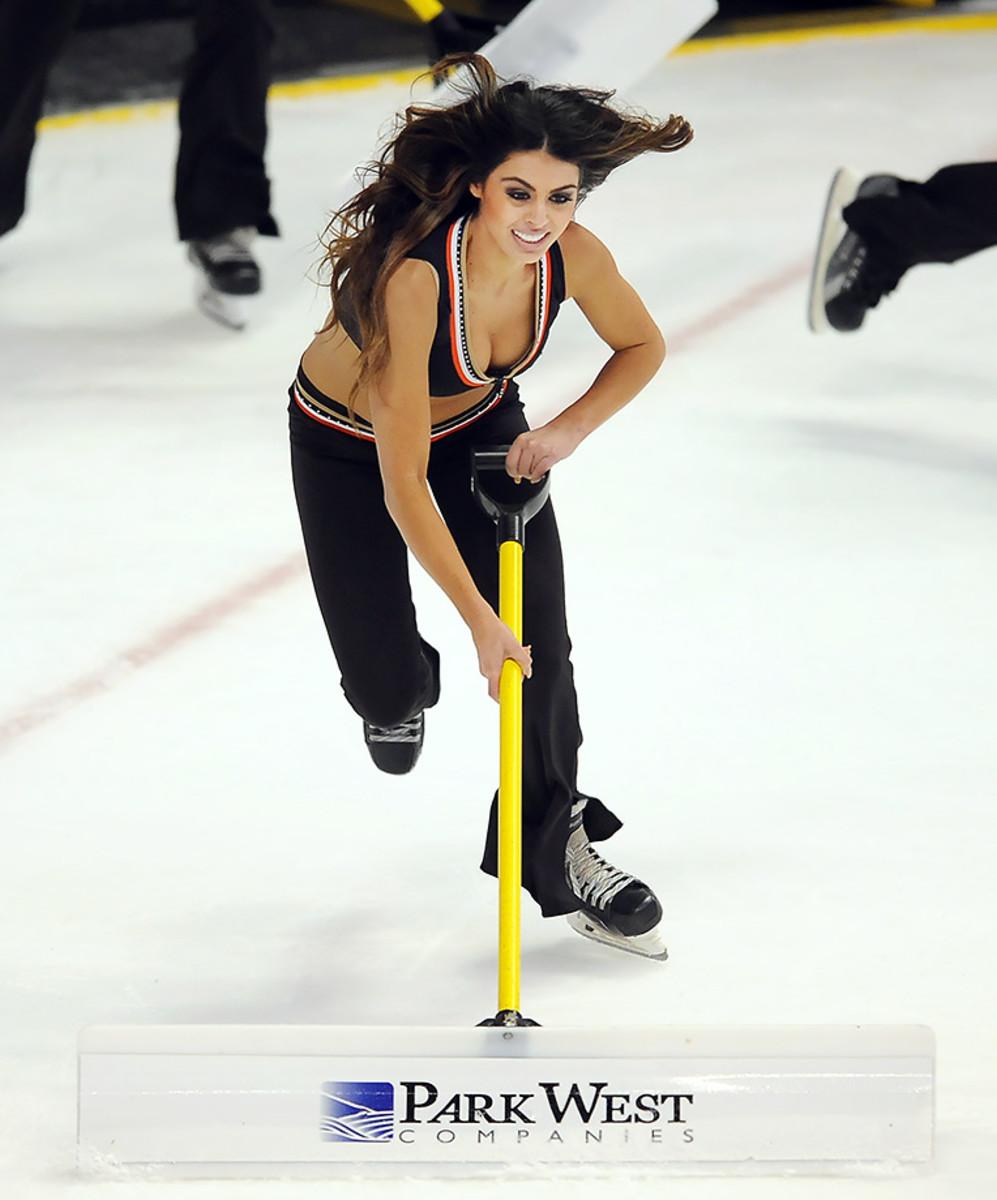 Anaheim-Ducks-Power-Players-Ice-Girls-506150106026_Maple_Leafs_at_Ducks.jpg