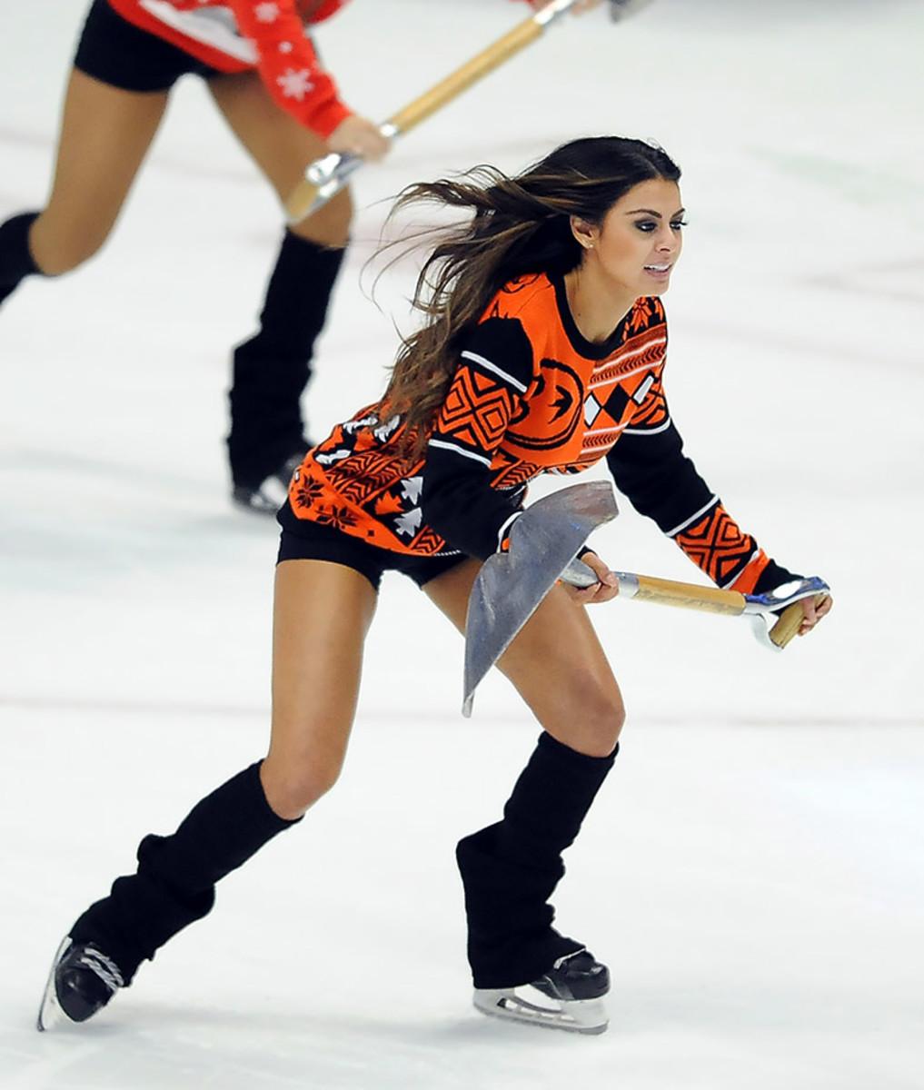 Anaheim-Ducks-Power-Players-Ice-Girls-506151211015_Hurricanes_at_Ducks.jpg