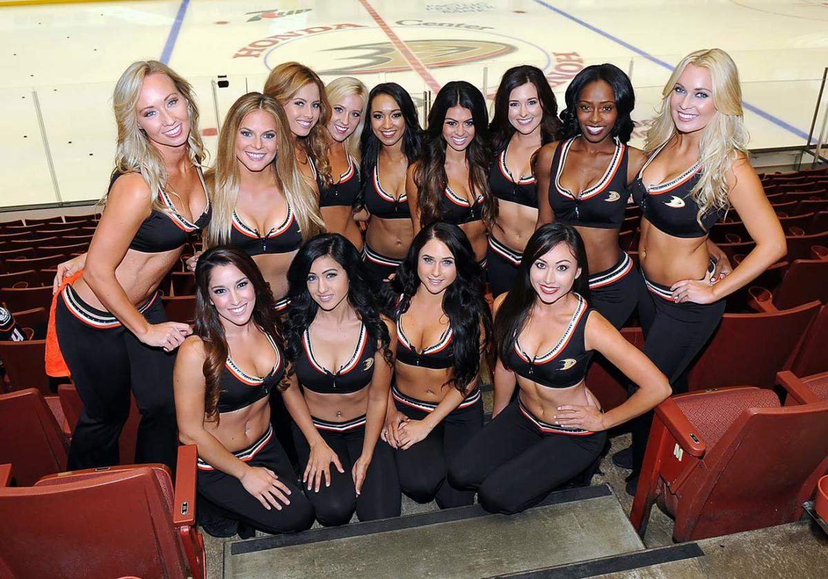 Anaheim-Ducks-Power-Players-Ice-Girls-506151001001_Avalanche_at_Ducks.jpg