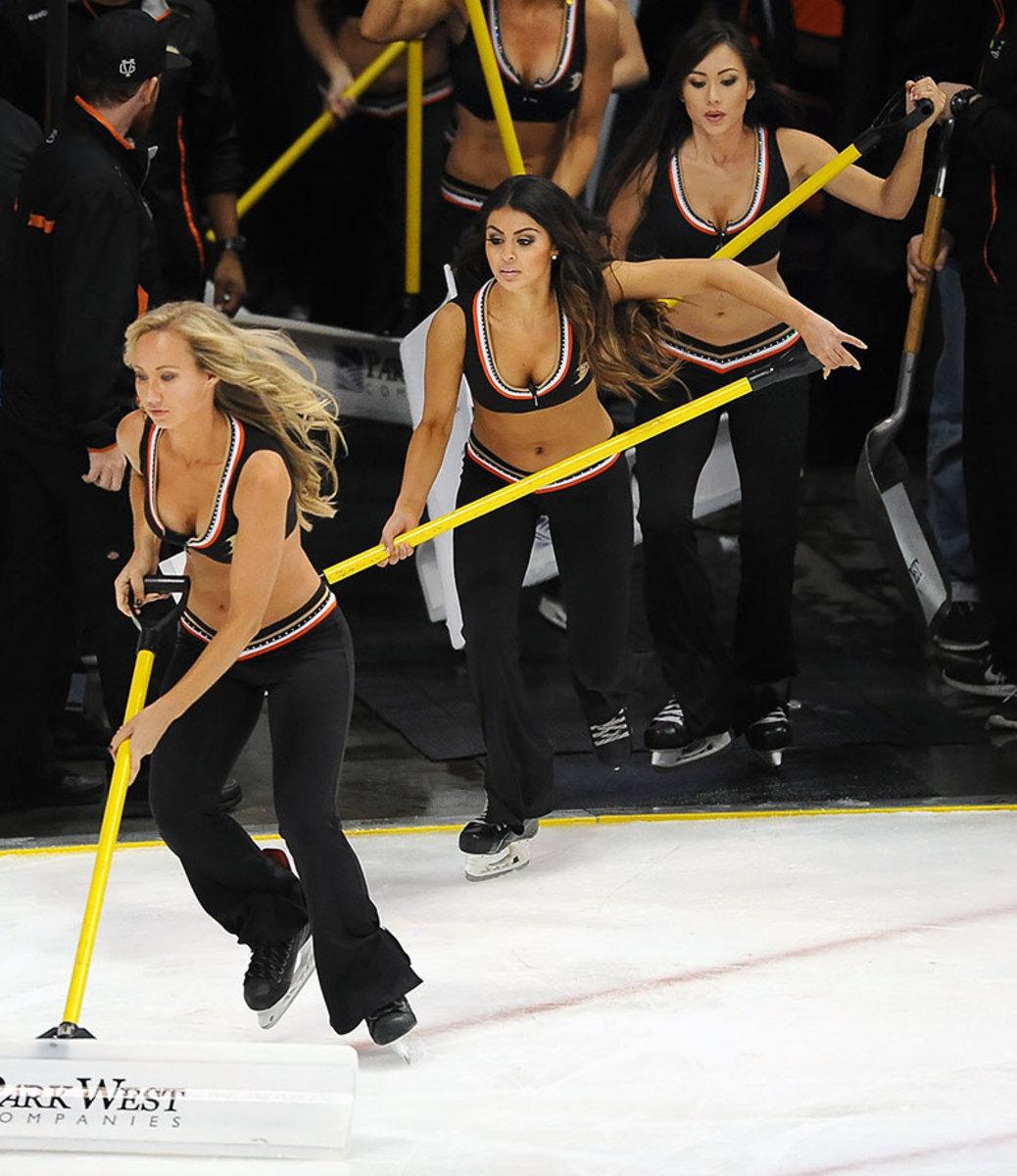 Anaheim-Ducks-Power-Players-Ice-Girls-506151001009_Avalanche_at_Ducks.jpg