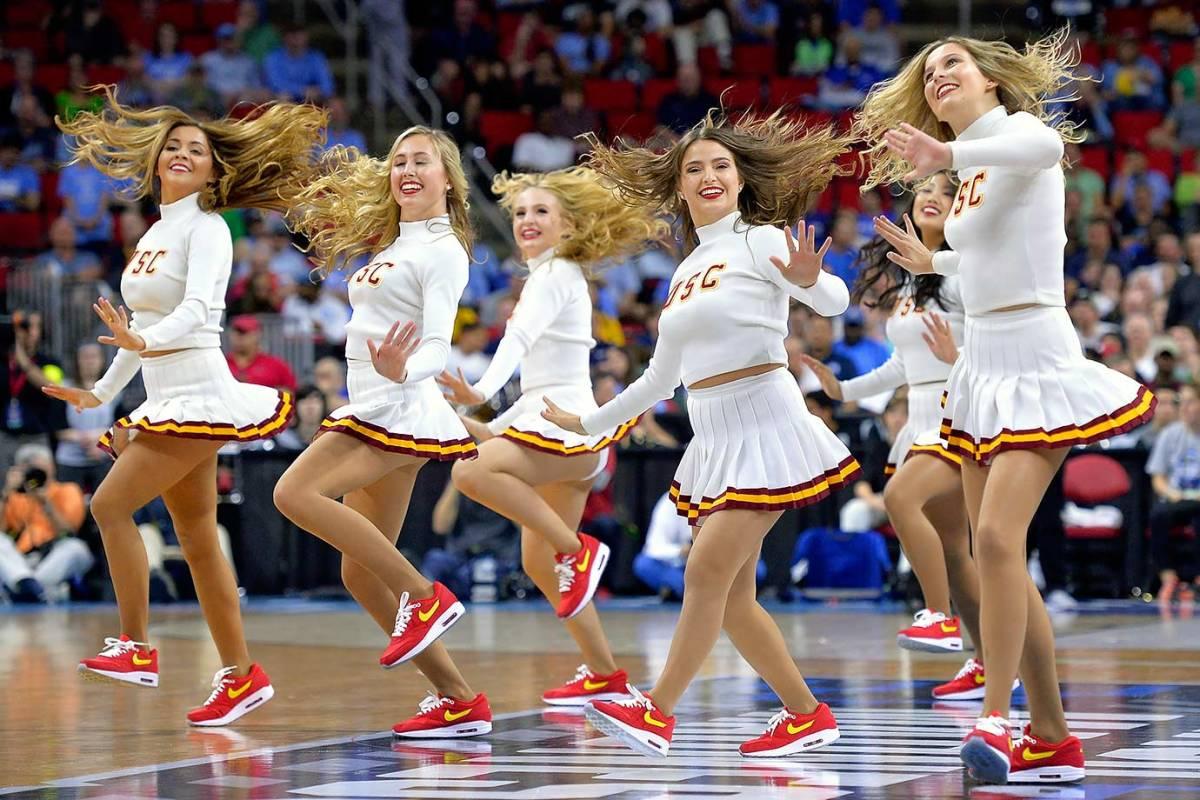 USC-cheerleaders-516274314.jpg