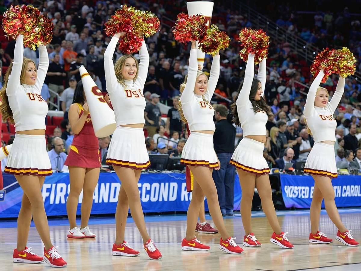 USC-cheerleaders-516249430.jpg