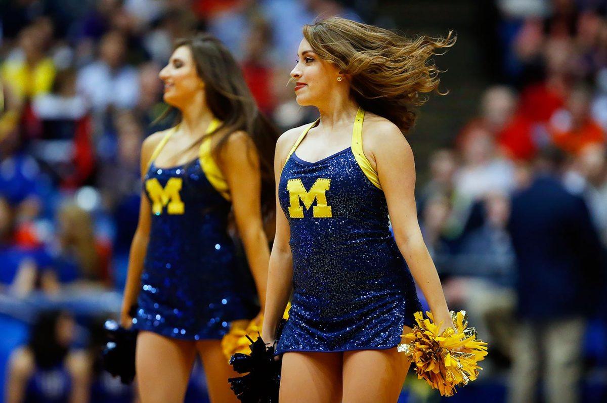 Michigan-cheerleaders-516050464.jpg