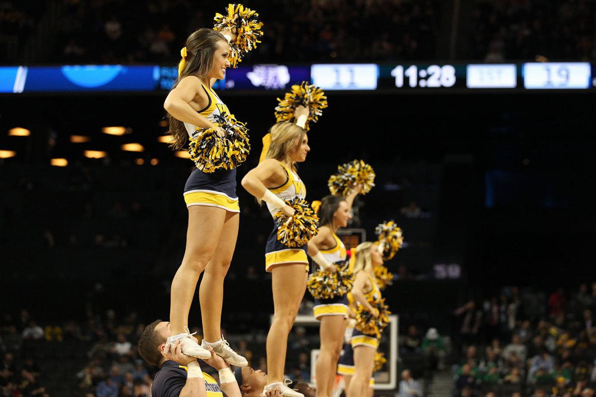West-Virginia-cheerleaders-SI253_TK1_00013.jpg