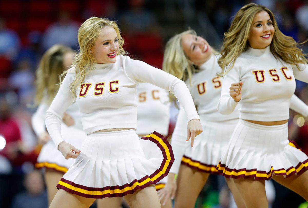 USC-cheerleaders-d222d93e48cb45aaba401f3e4e8e3afb-0.jpg
