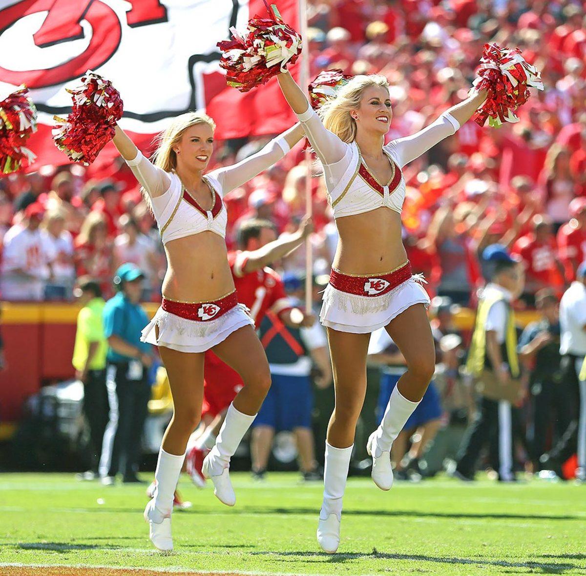 Kansas-City-Chiefs-cheerleaders-DGM160911619_Chargers_at_Chiefs.jpg