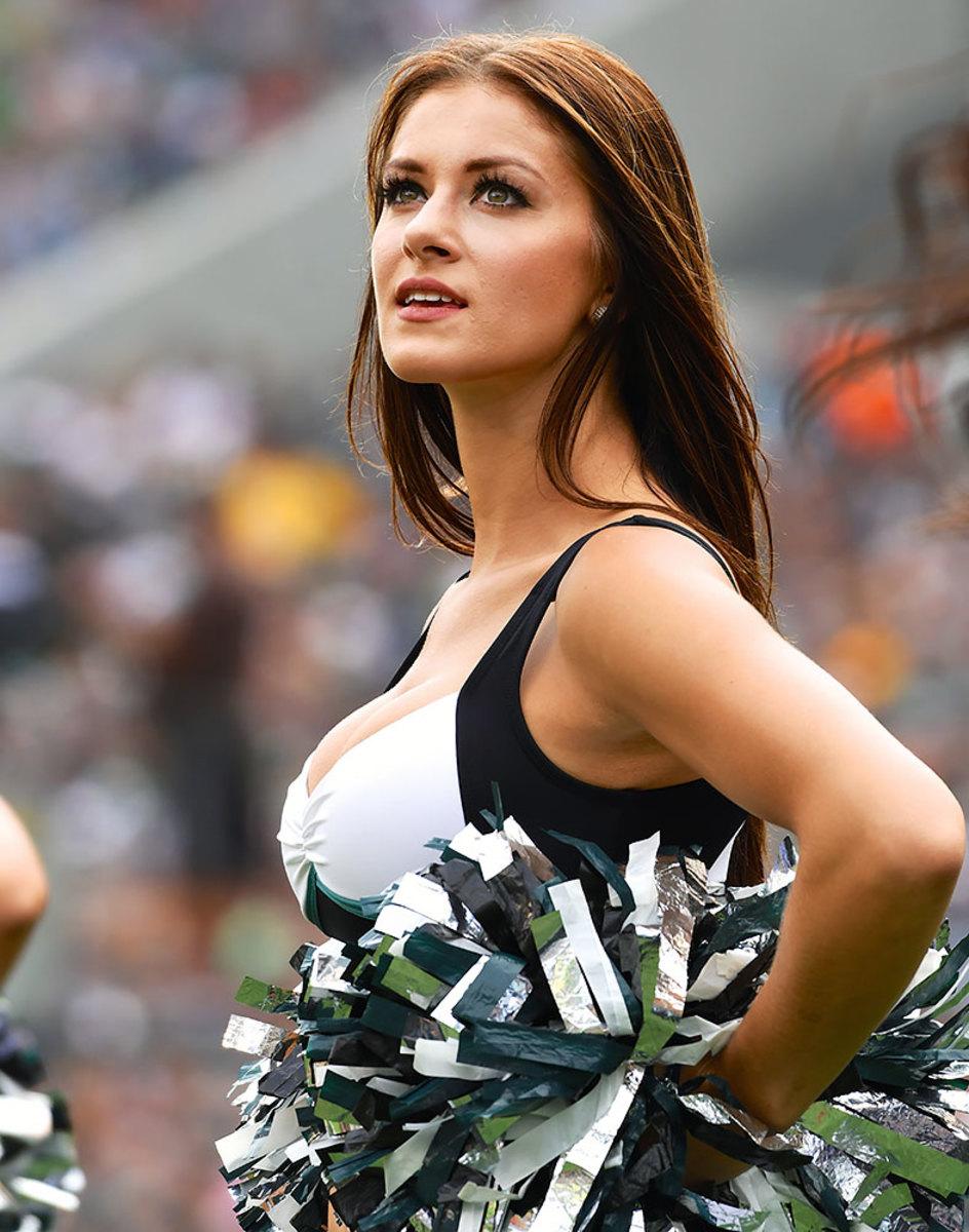 Philadelphia-Eagles-cheerleaders-DHW16091109Browns_at_Eagles.jpg